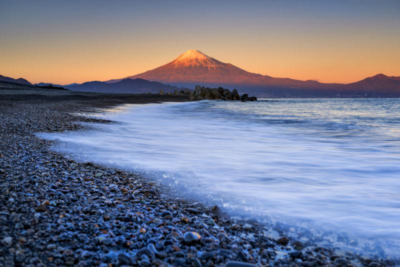 三保の松原から富士山を眺めた写真