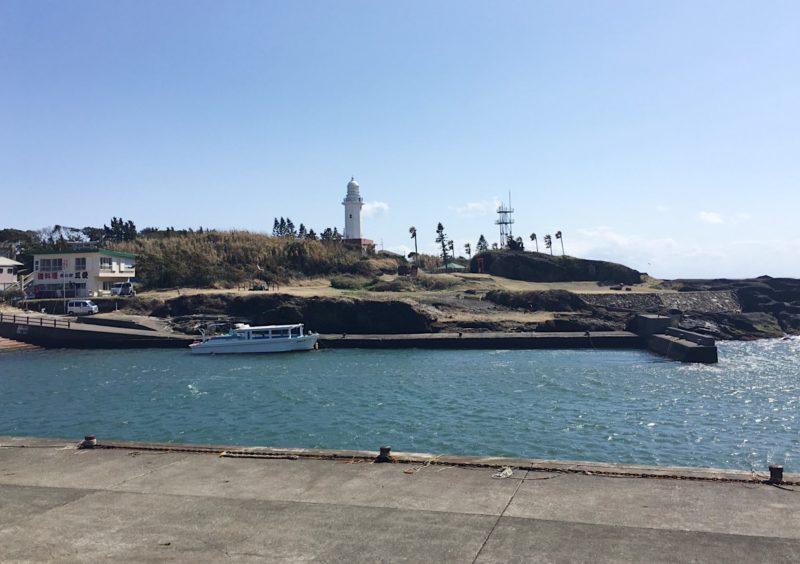 駐車場から見た野島崎灯台
