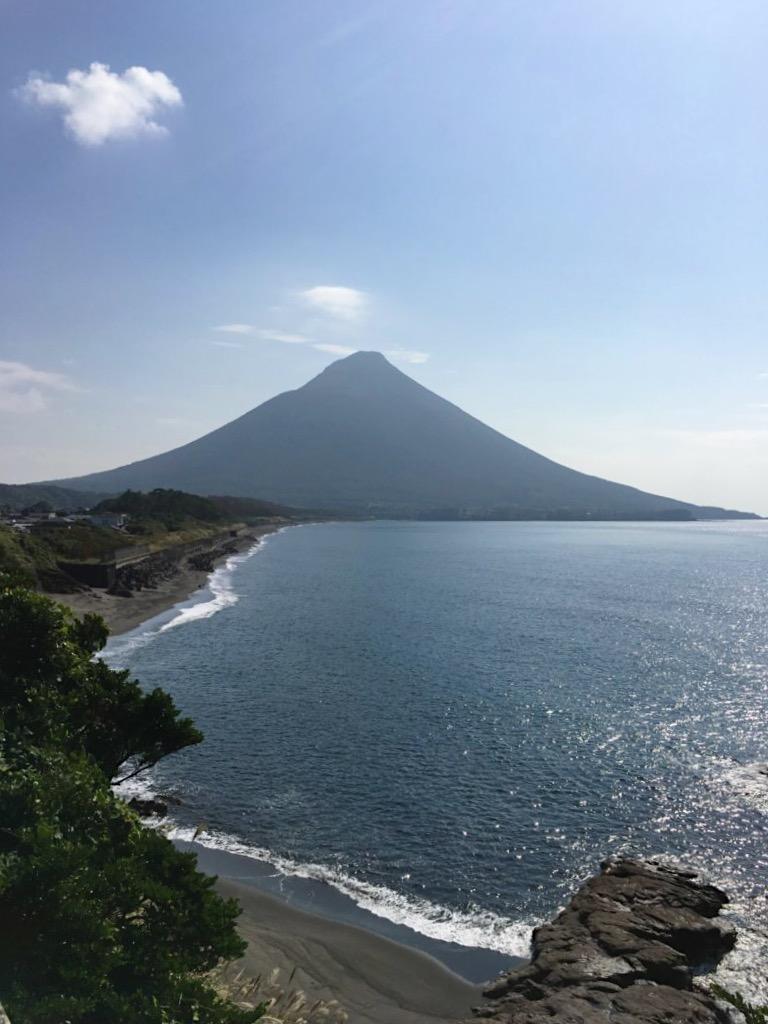 開聞岳と海