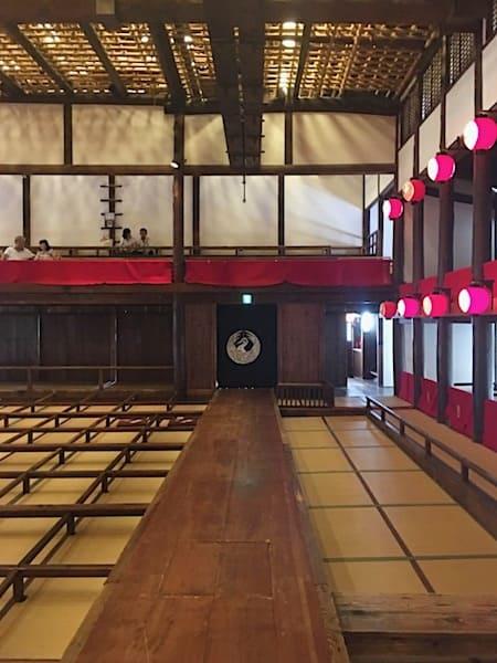 歌舞伎の花道と観覧席