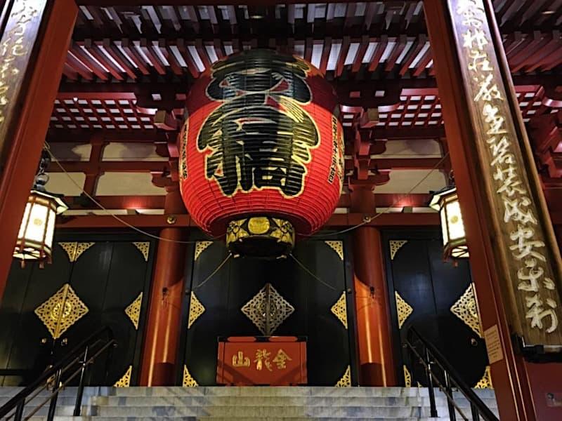 浅草寺の本堂入口
