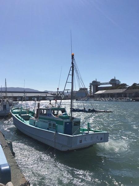 風の少し強い日の沼津港