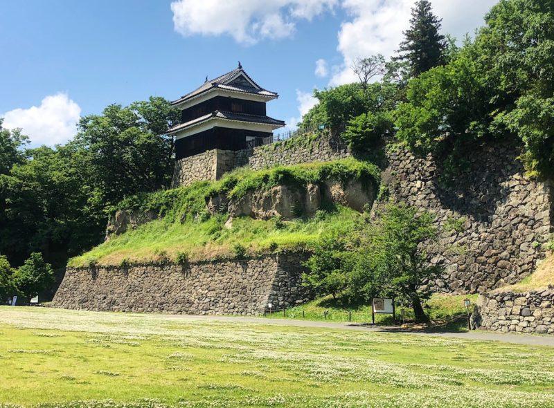尼が淵から見た上田城の西櫓