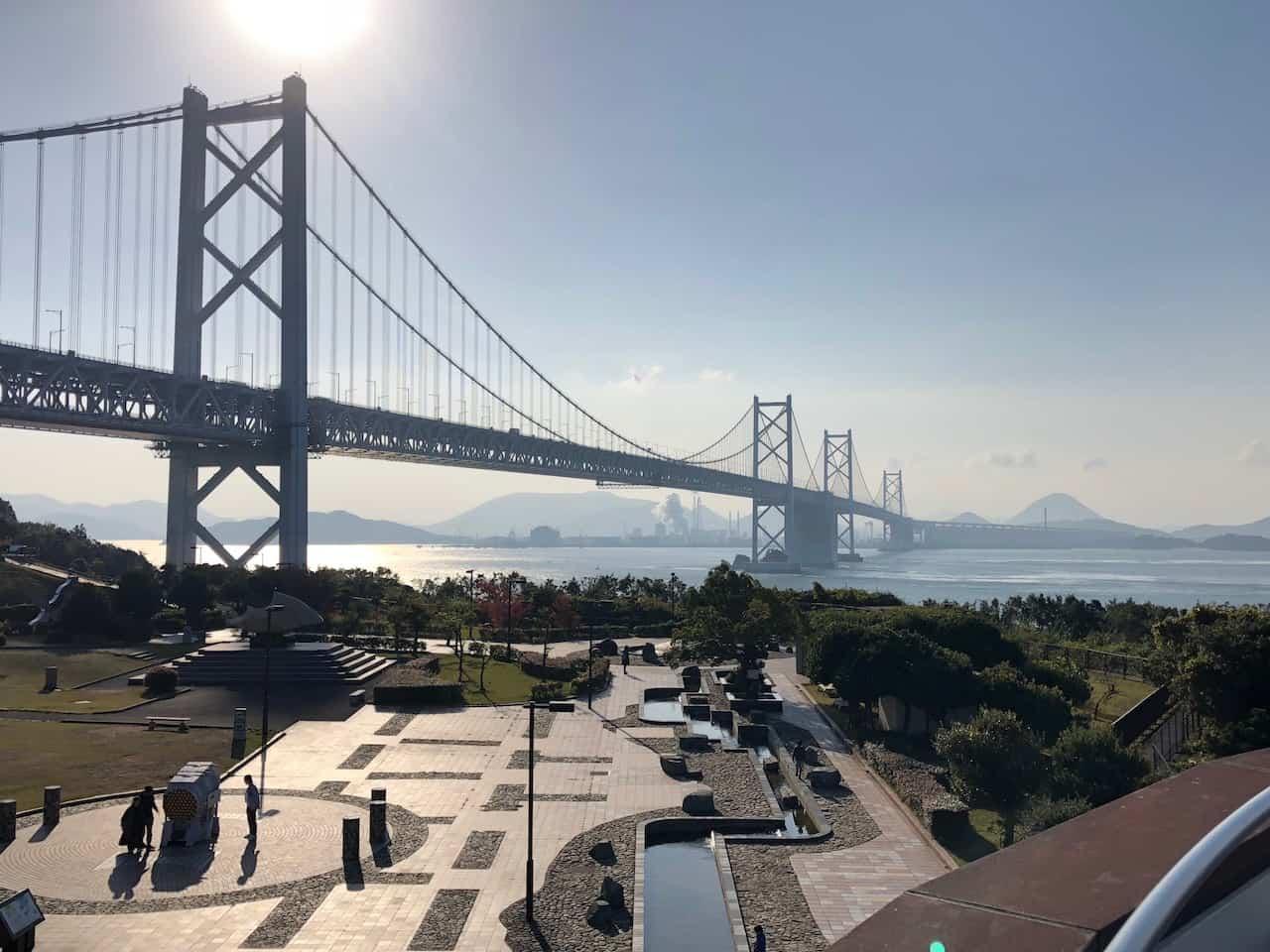 与島パーキングエリアから見た瀬戸大橋