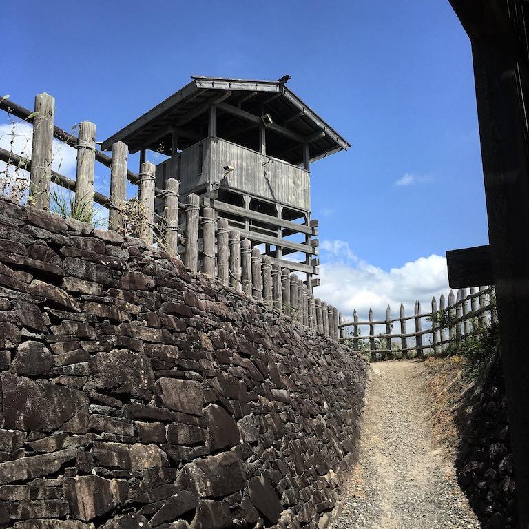 荒砥城の門と石垣