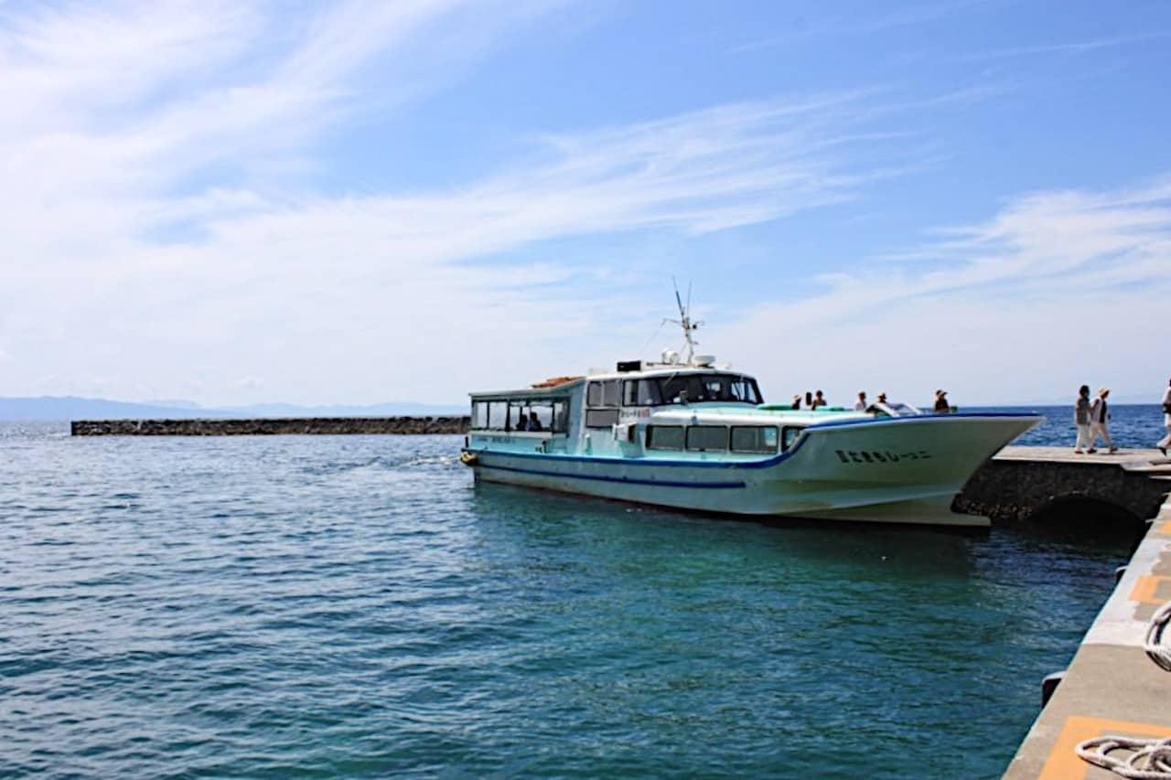 仏ヶ浦の観光遊覧船