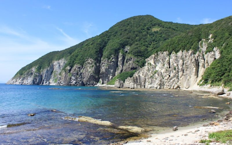 仏ヶ浦の青い海