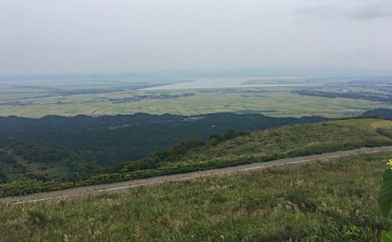 寒風山から大潟村を見渡す