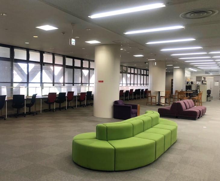 筑波大学図書館の1階