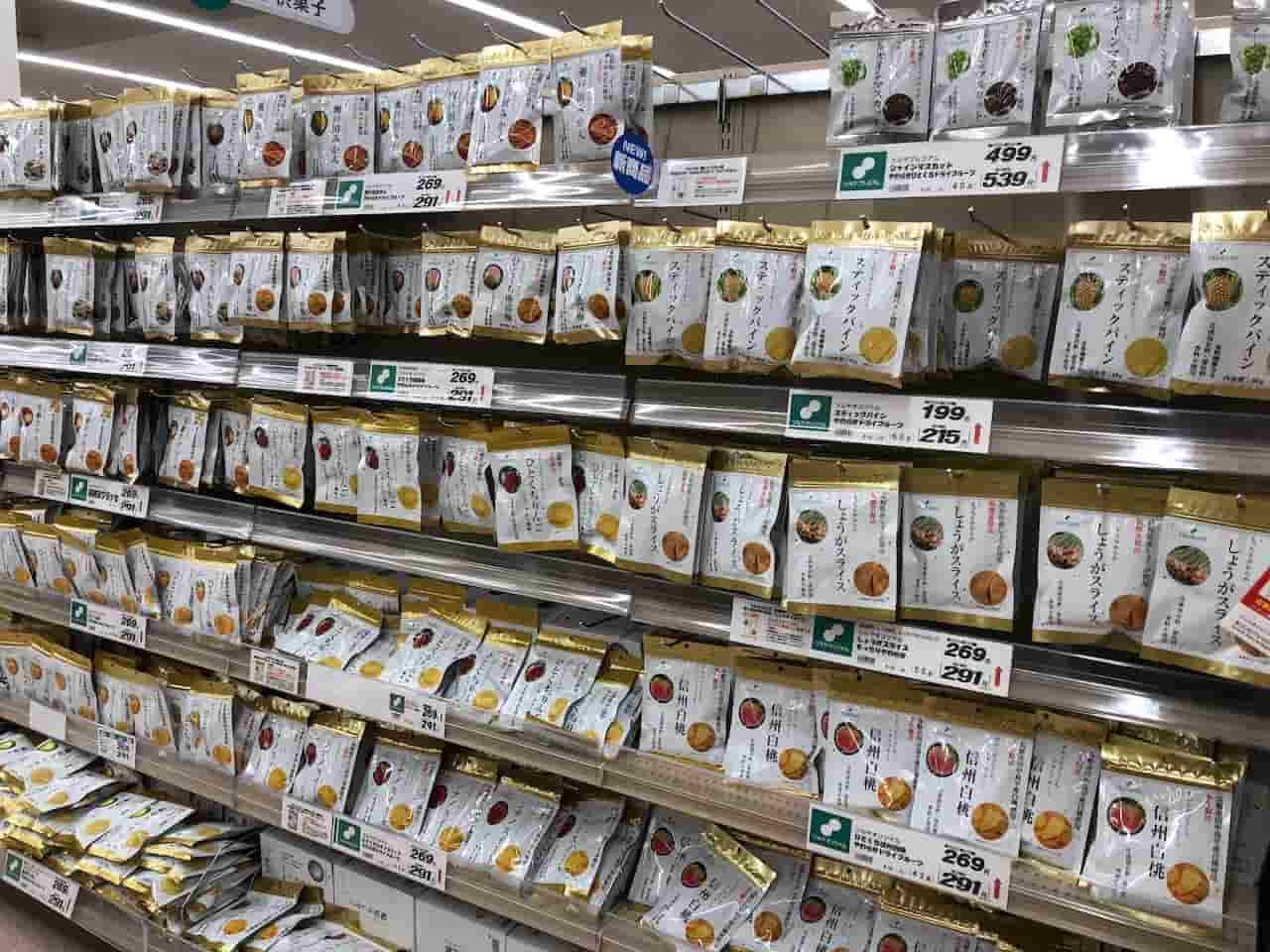 ツルヤ軽井沢店のドライフルーツコーナー