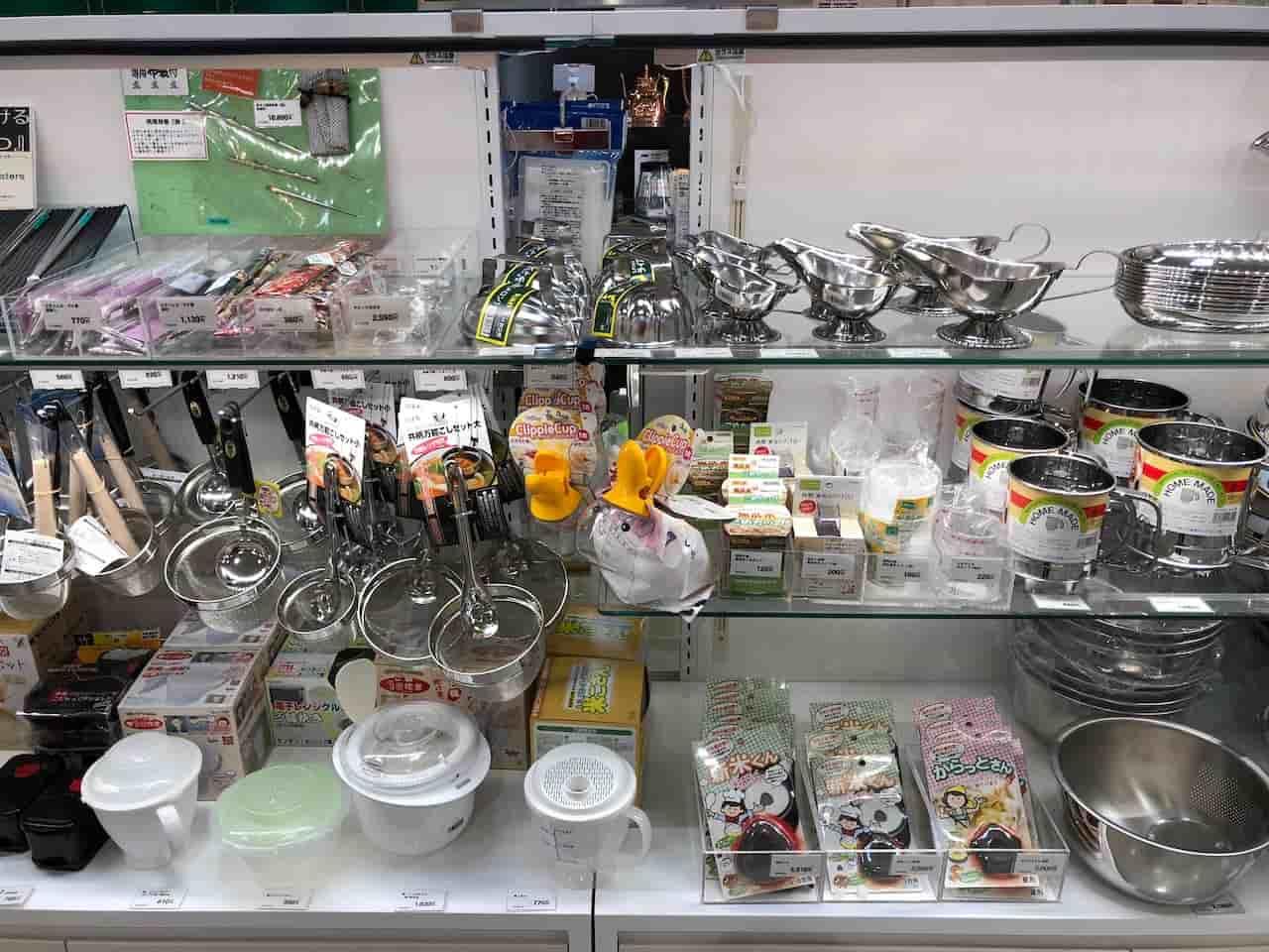 物産館で売られているキッチン用品