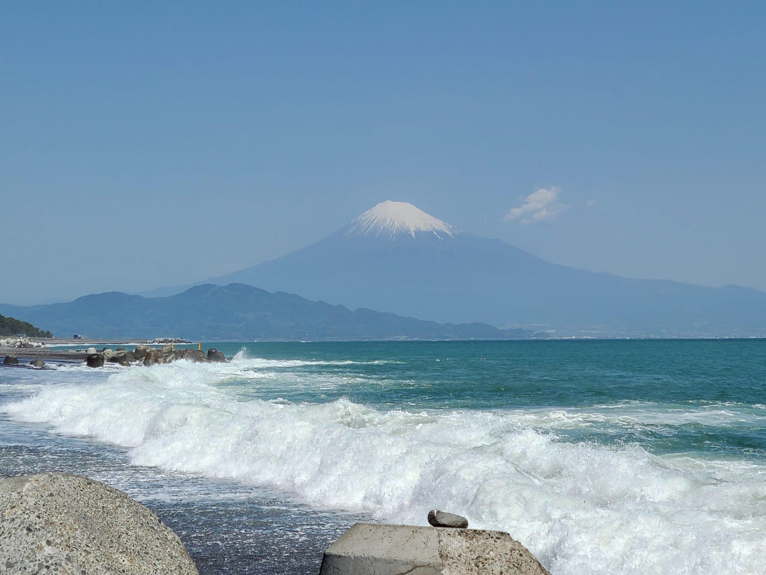 美保の松原から眺める富士山
