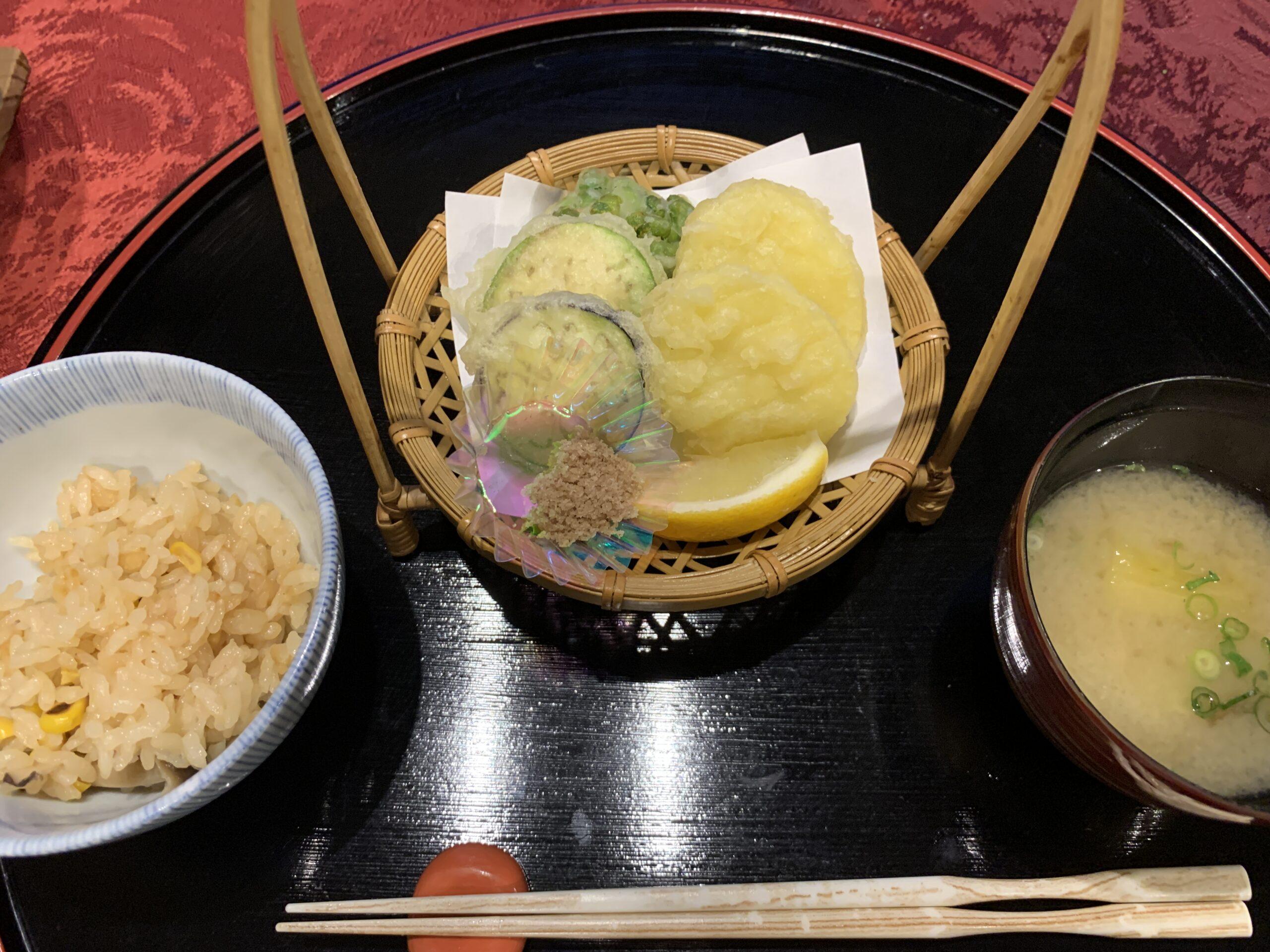 野菜の天ぷらと釜飯