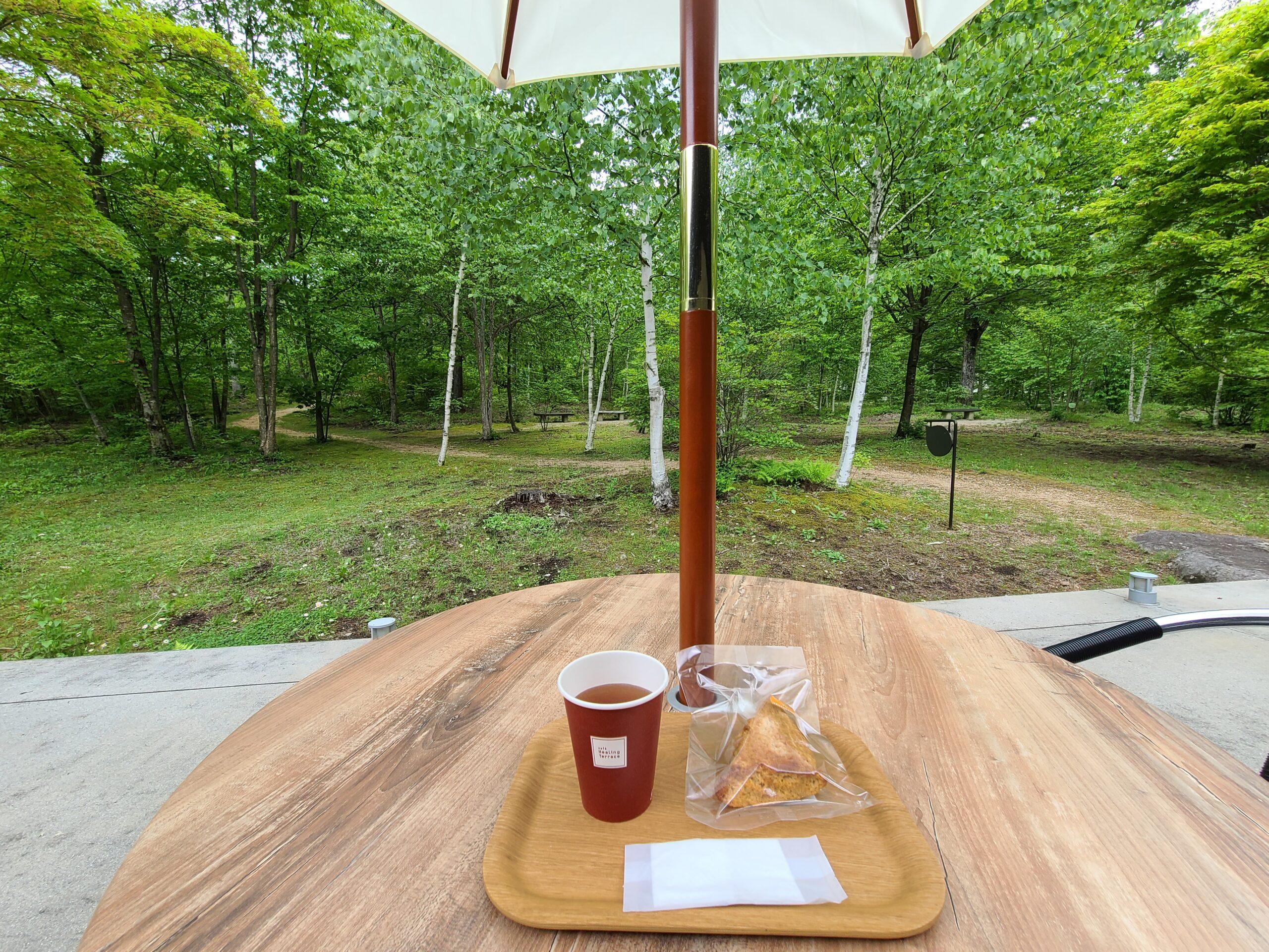 クロモジブレンド茶とスコーン